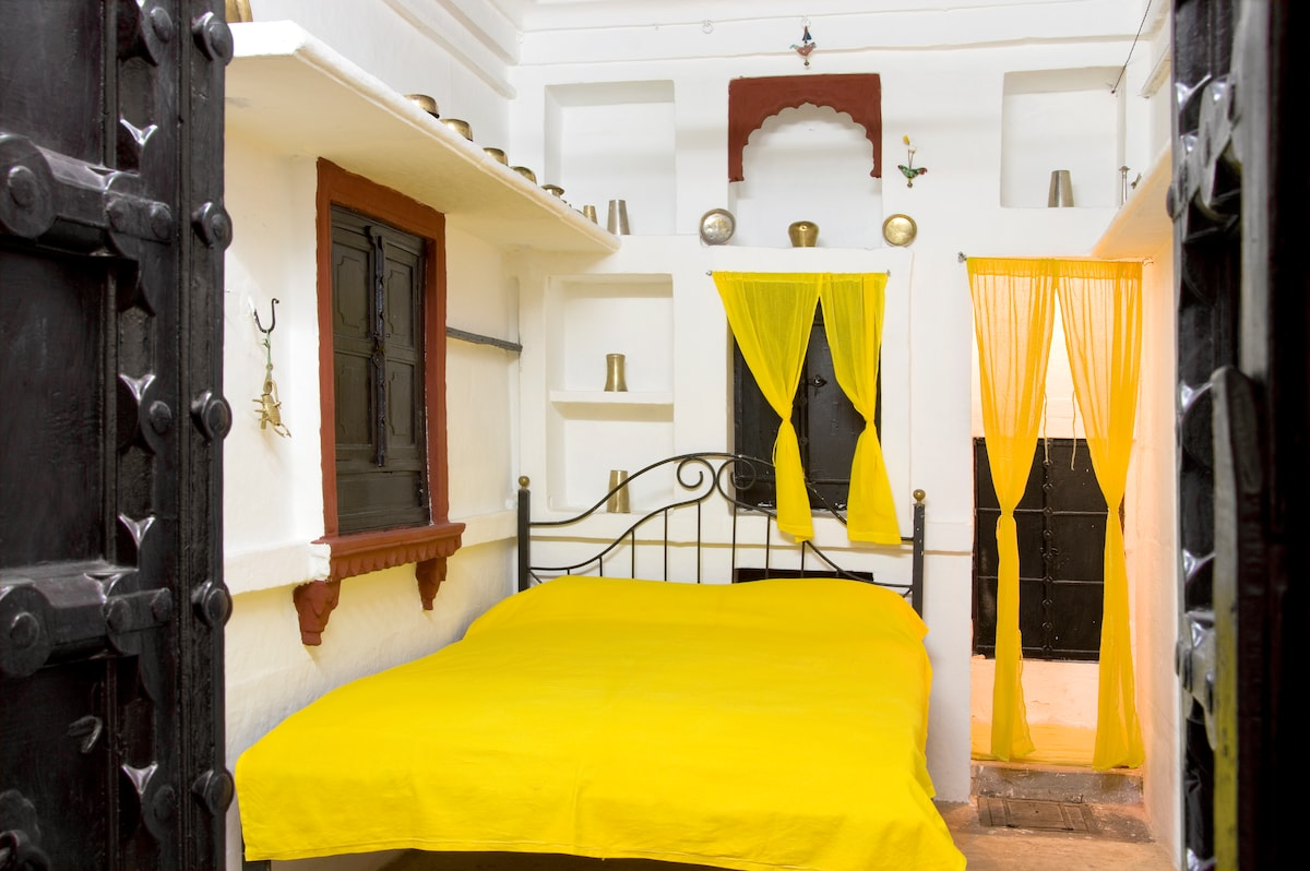 Patwa Haweli-Standard Suite