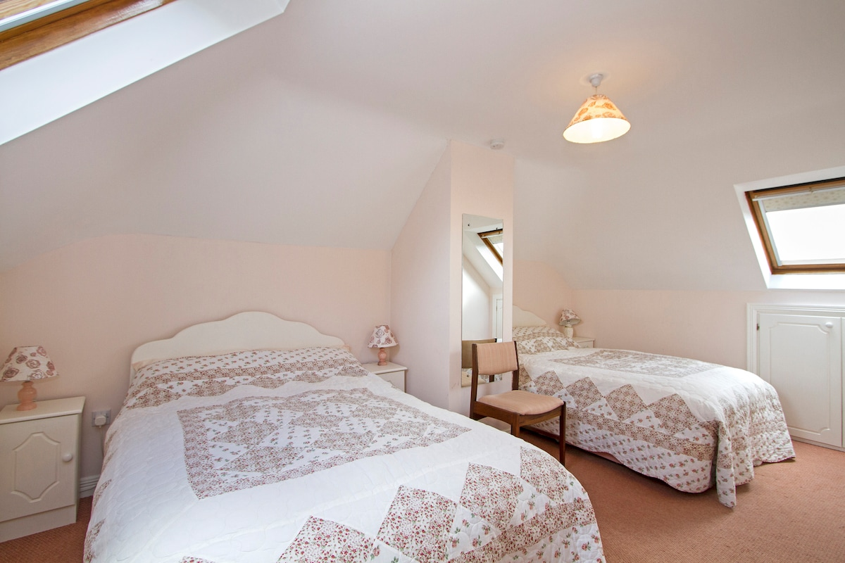 Family or friends room with en-suite. Suits3 adults or 2 adults and 2 children.