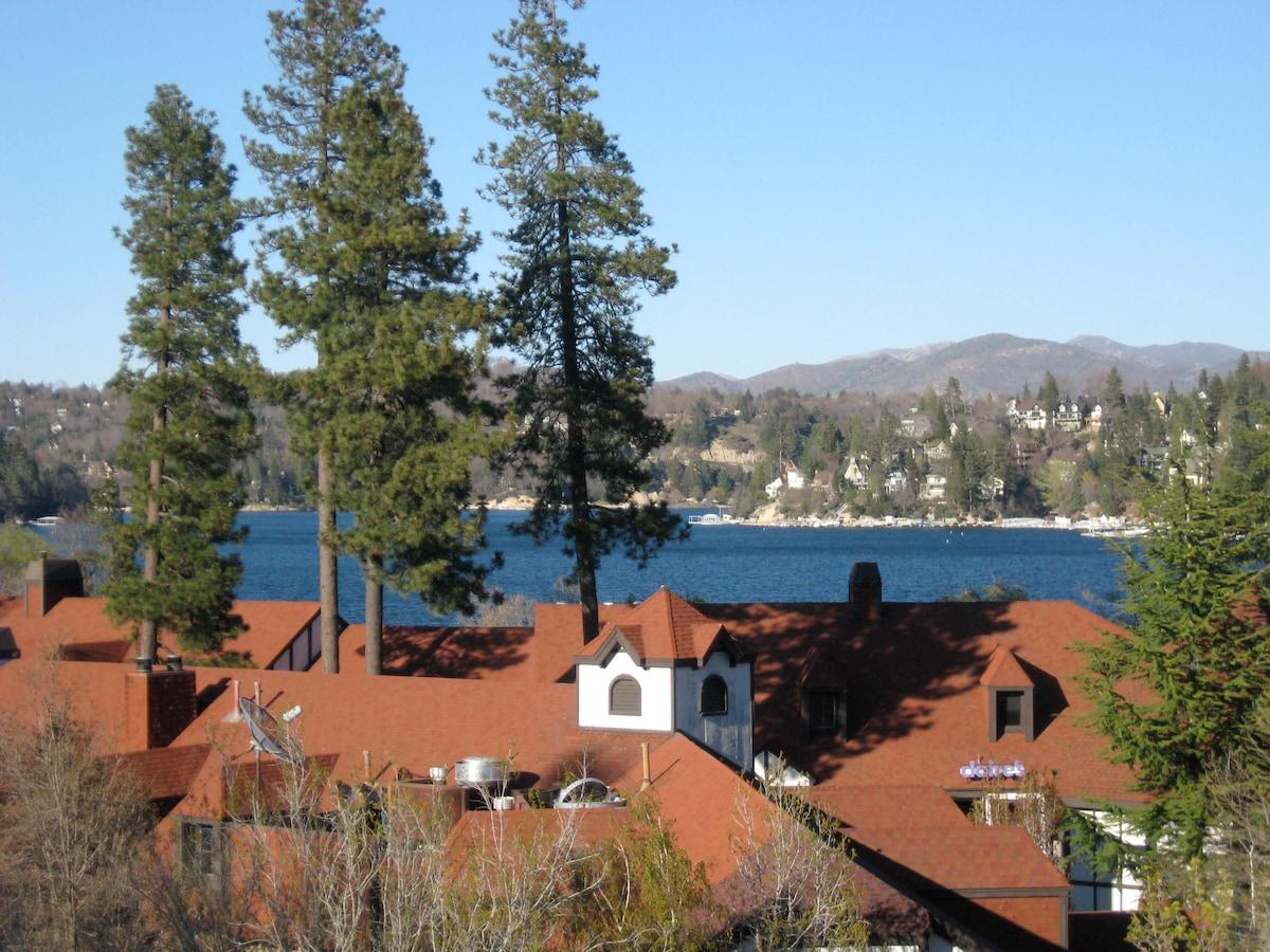 Stunning Lake n Village View - WiFi