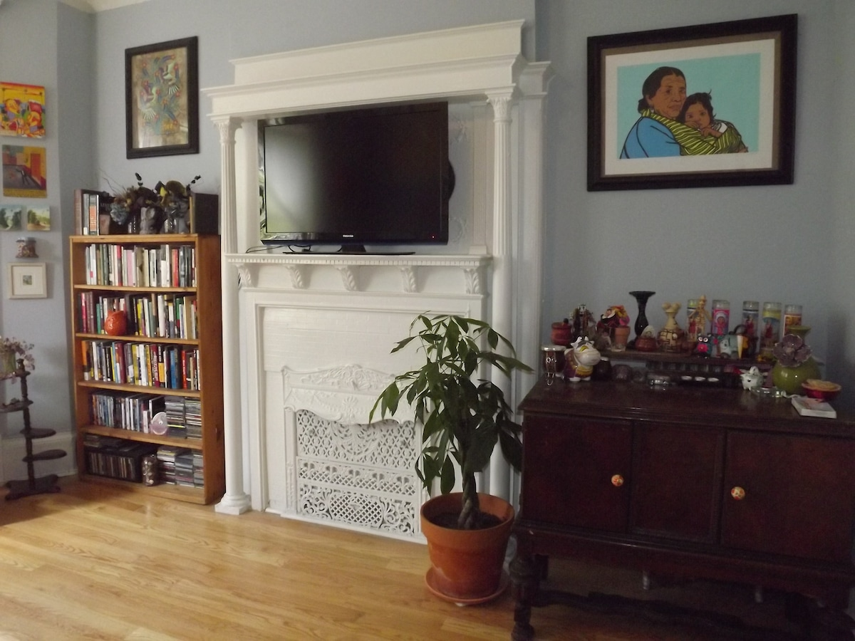 Living Room: Television complete with Netflix, Pandora & Youtube