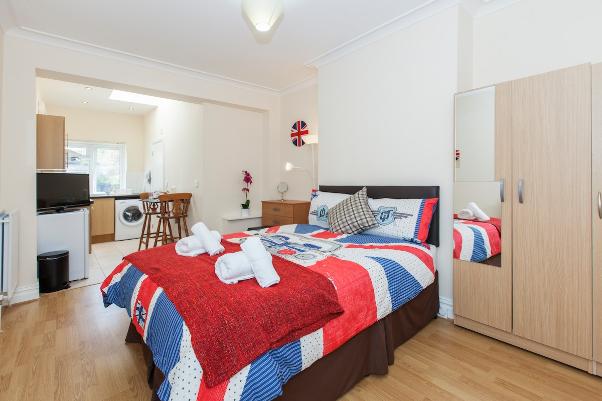 Studio in Harrow Self Catering RP3