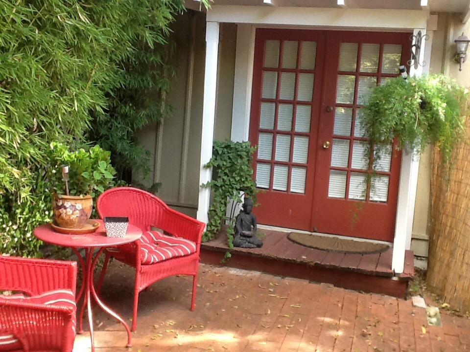 Cottage Private patio... Private entry and completely private area