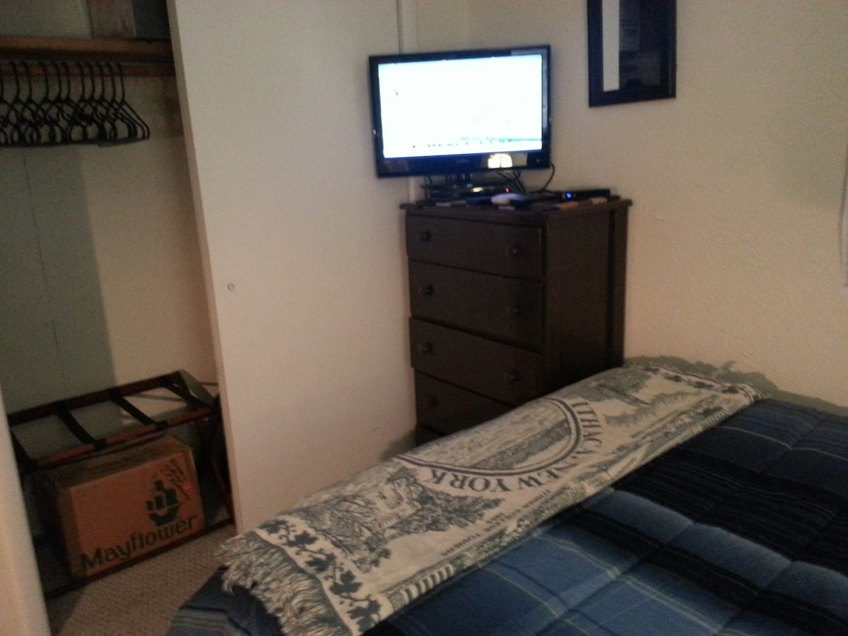 Full sized bed, DirectV, BluRay player and Netflix