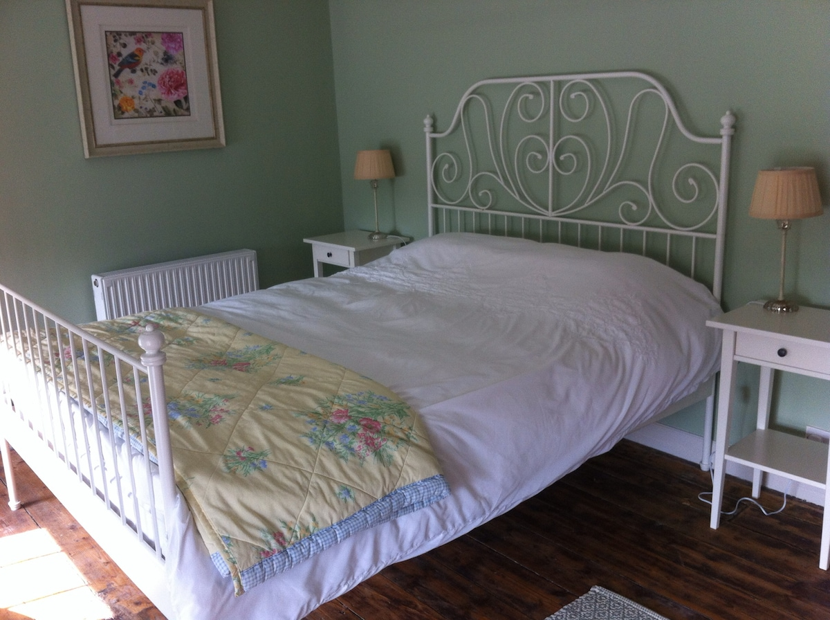 Double Bedroom in Centre of Wexford