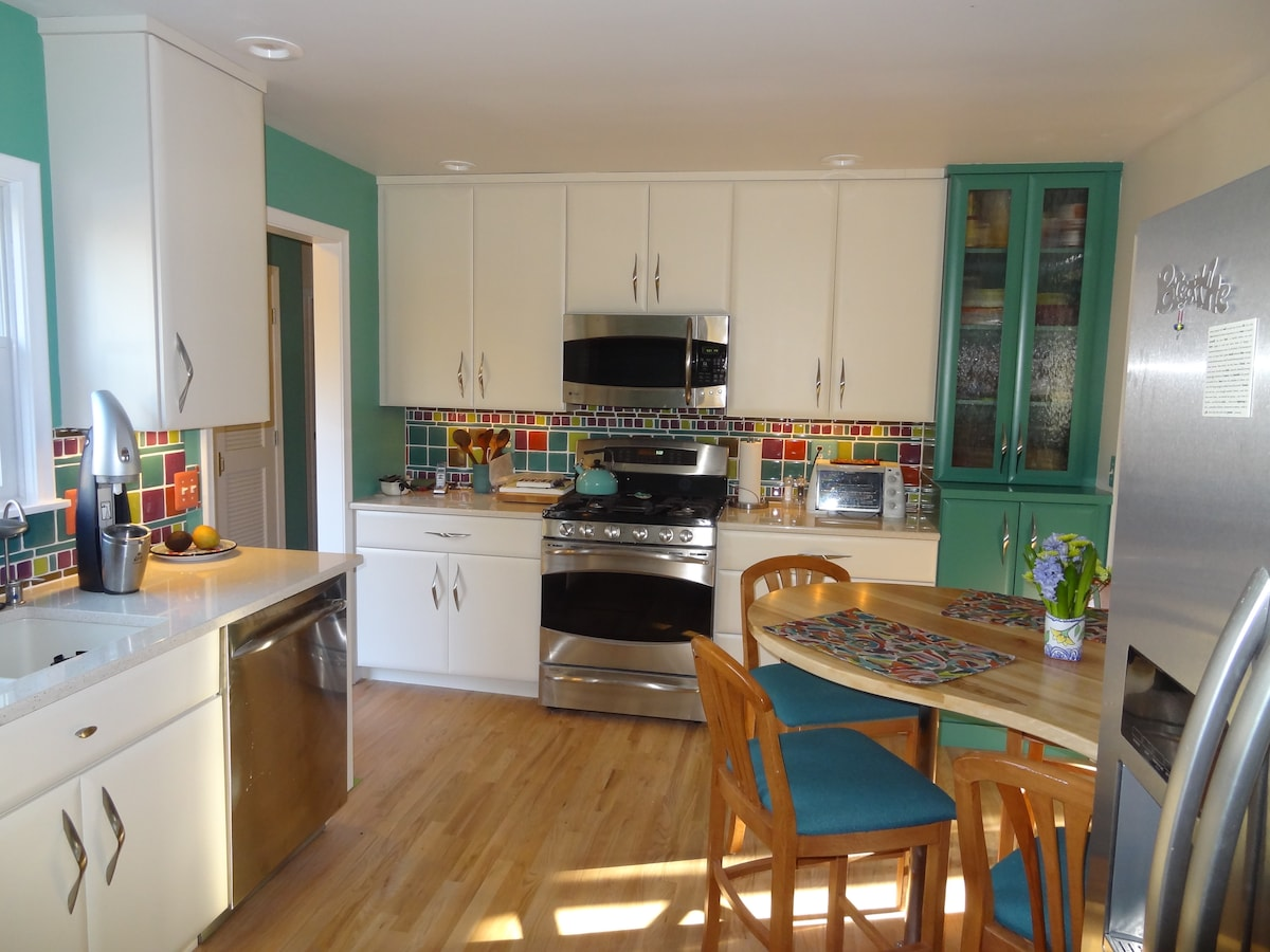 Recently renovated eat-in kitchen.