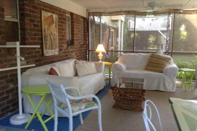Cozy updated cottage near ocean