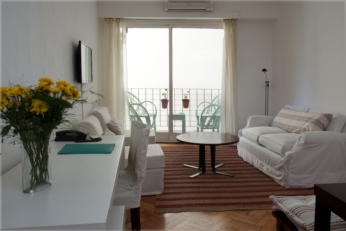 Bright Apt In The Heart Of Recoleta