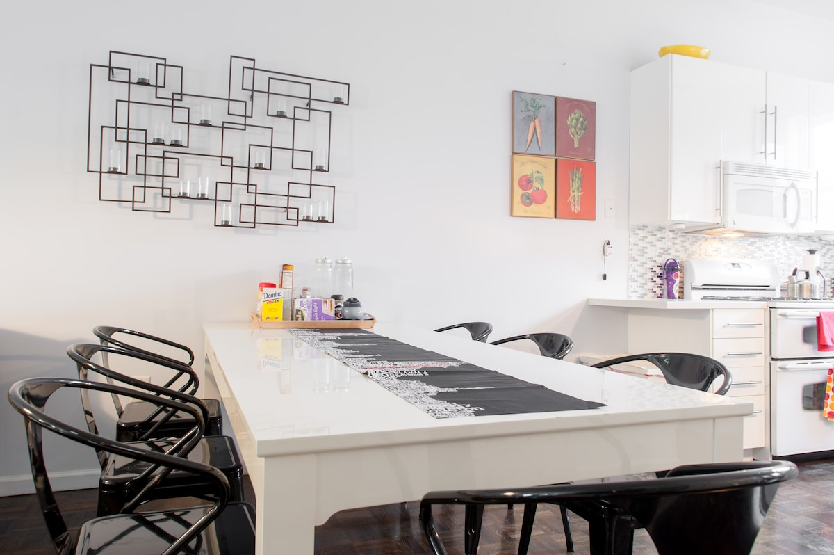 Dining room seating for seven