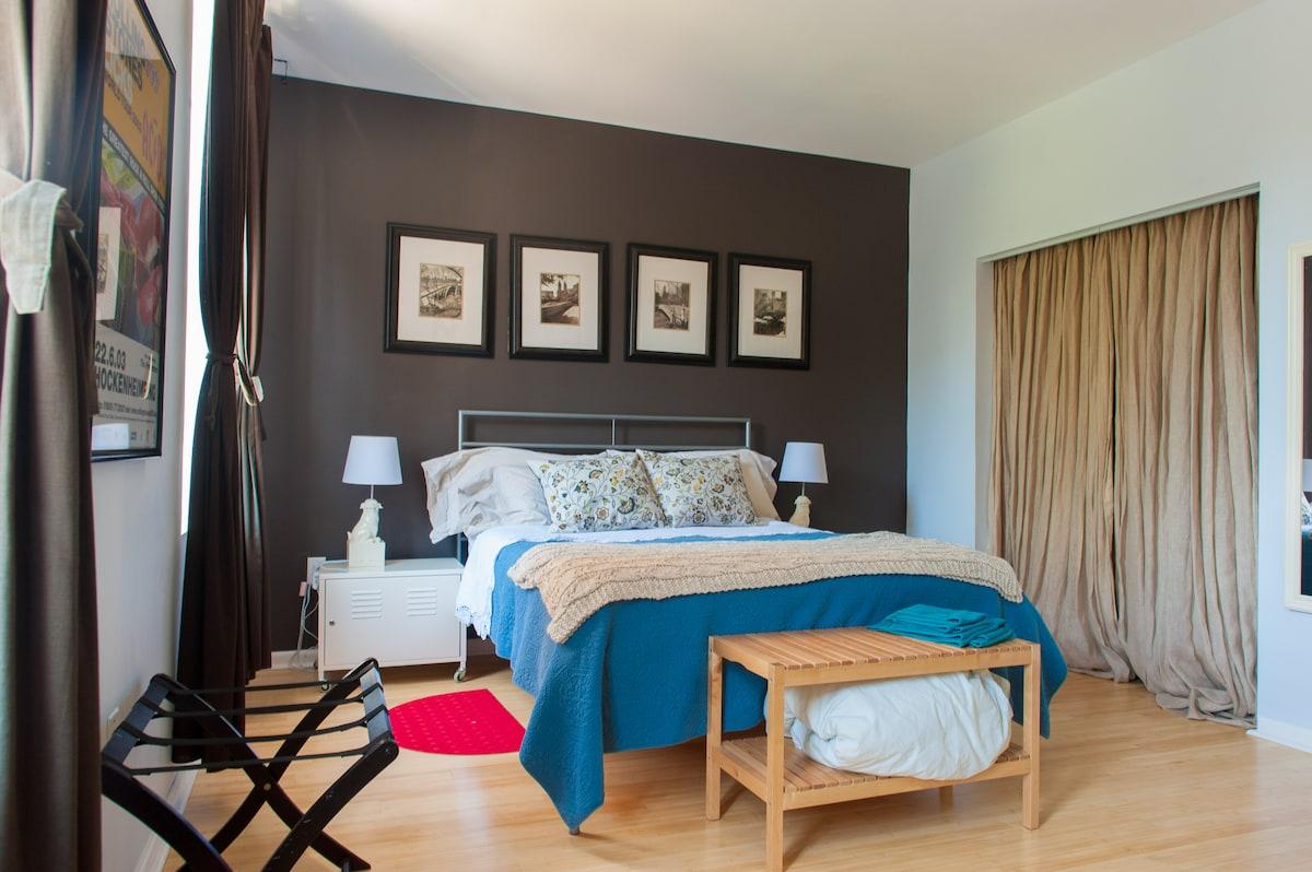 Bright sunny bedroom, south facing windows