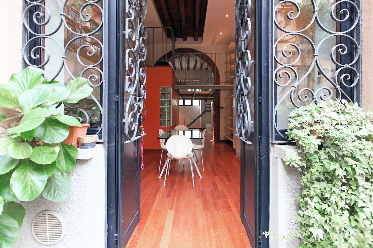 Beautiful loft in Milano center