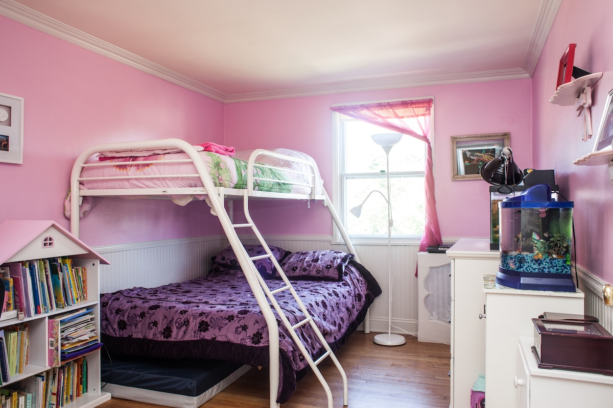"""We call this the """"Pink Room."""" Oh, yes, it will brighten your day, try it!"""