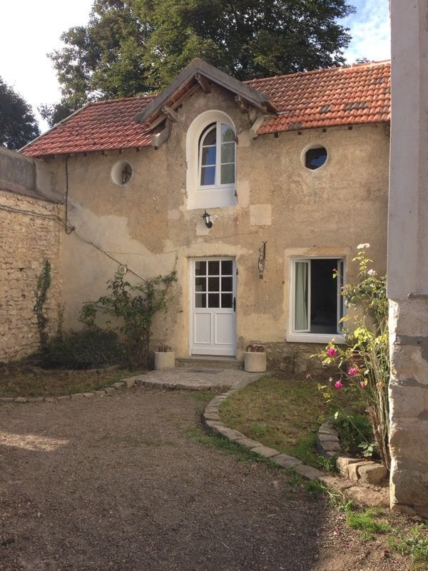 Lovely cottage close to Versailles
