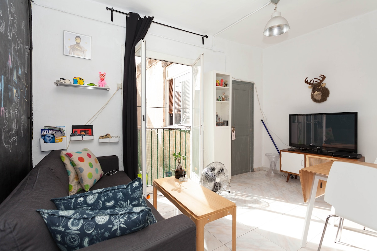 Cosy Sunny Room in  Raval