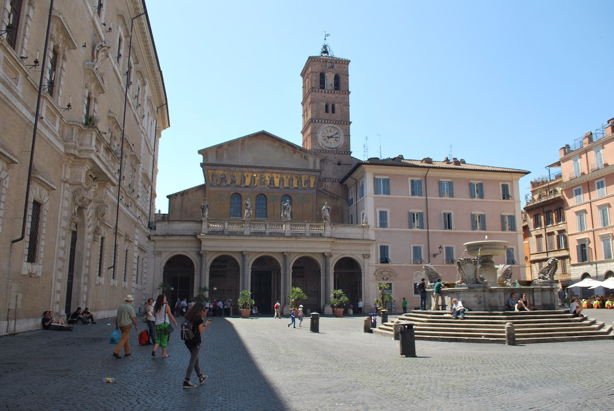 """Aida Rhome Trastevere is situated to 20 SECONDS from the wonderful """"Piazza Santa Maria in Trastevere""""."""