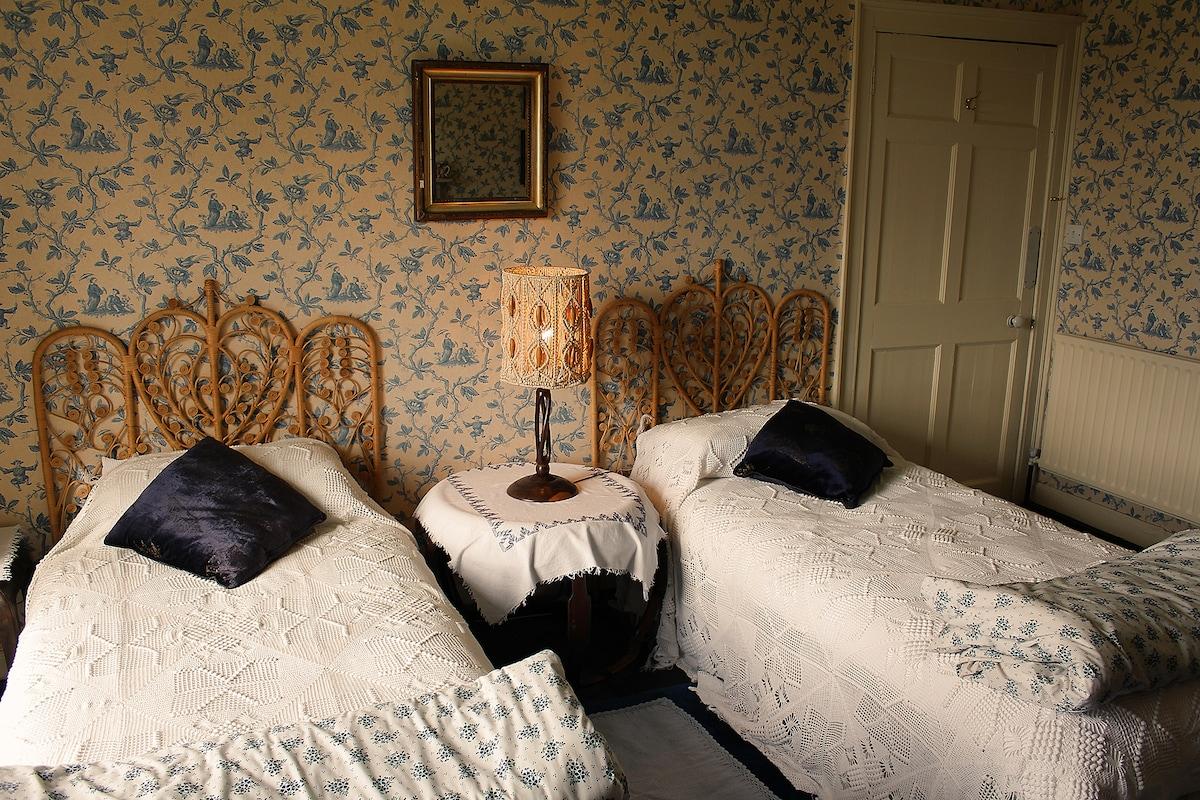 Twin Room in Georgian Quaker House