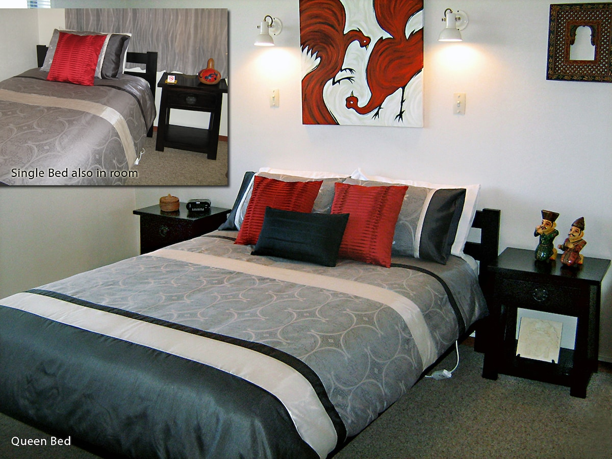 Rotorua City Homestay Room 2 (see separate listing for Room 2) Queen Bed & Single bed in room.