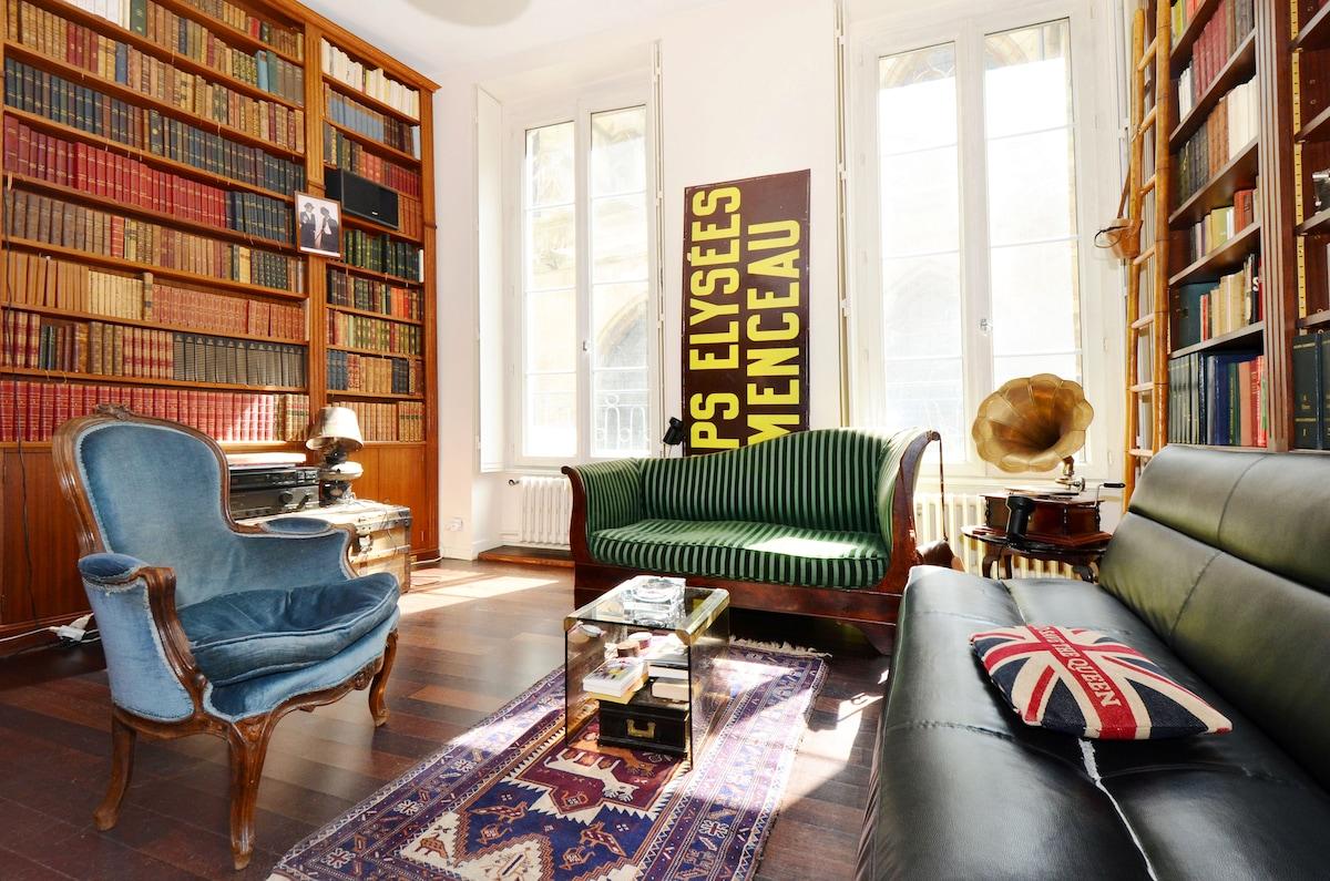 Marais: Stunning Writer's Studio