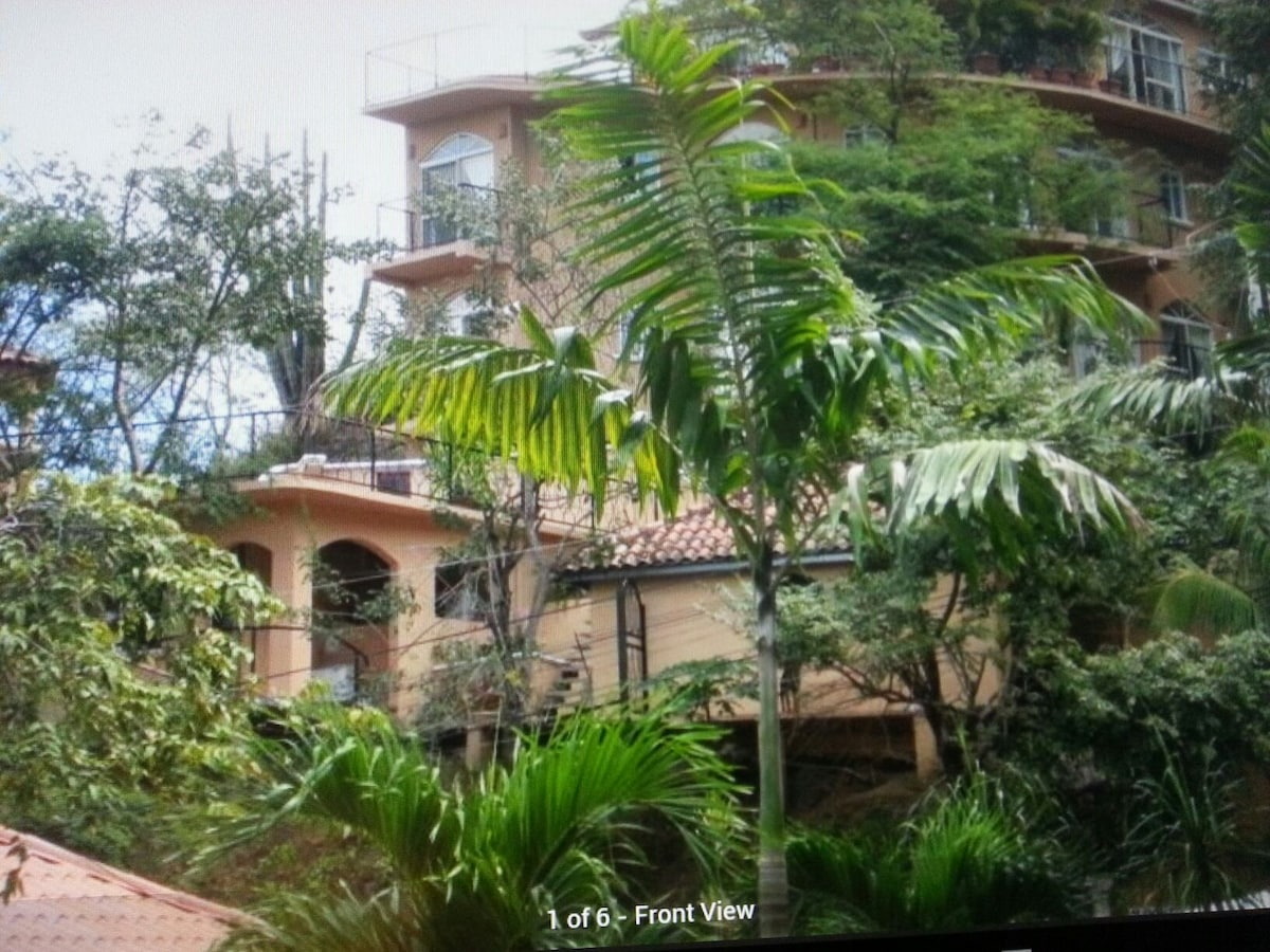 6 bedroom Villa in Playa Hermosa