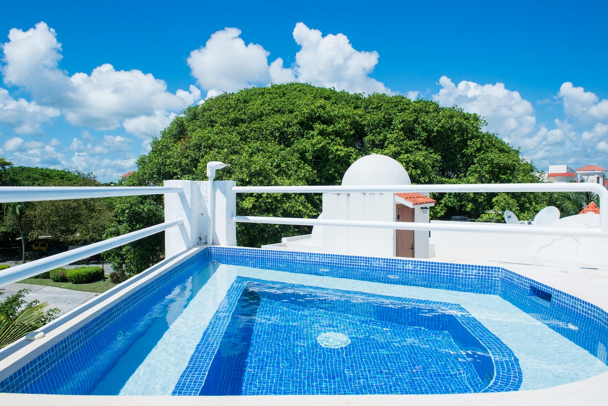 New Private pool.Close to the beach
