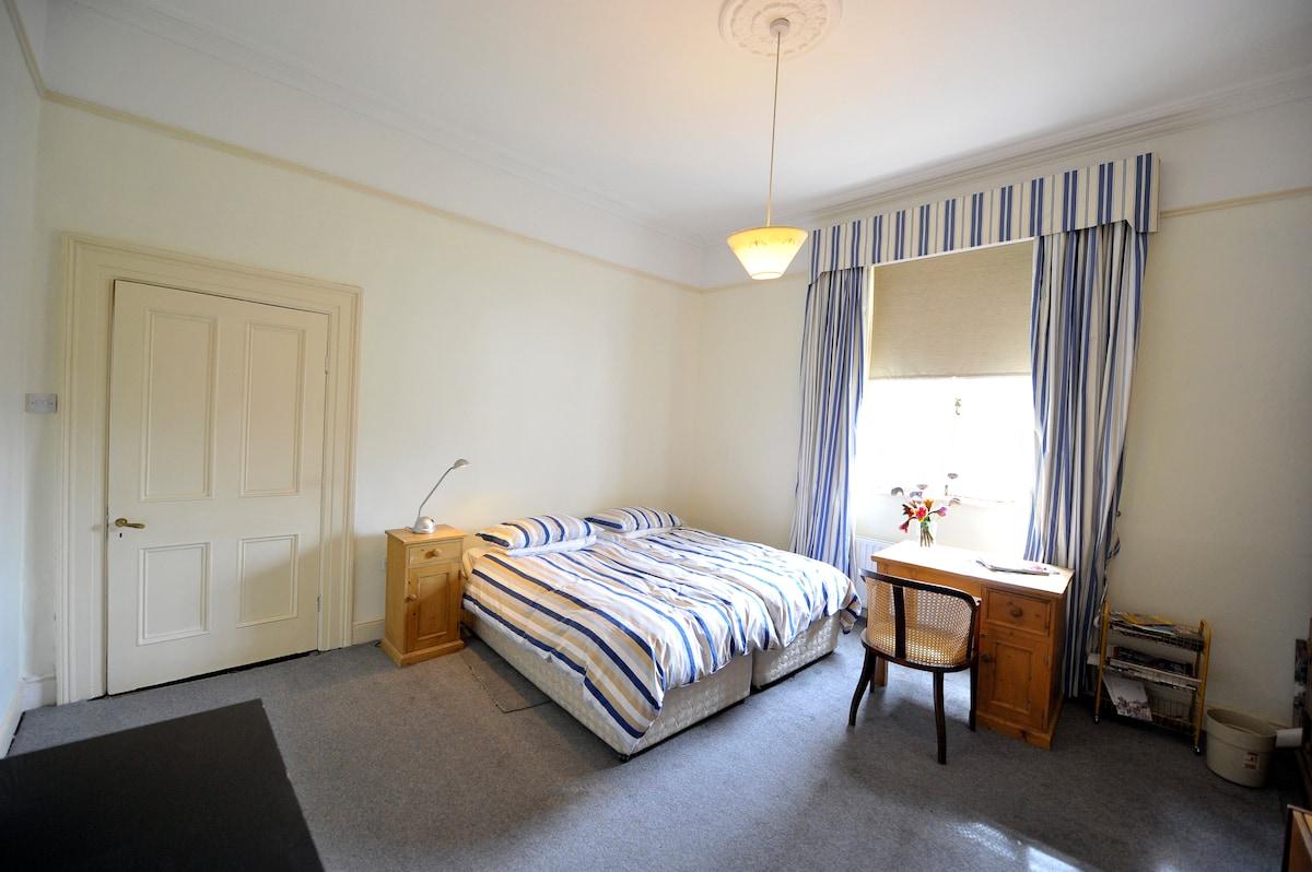 LOCATION LOCATION IN DUBLIN ROOM 2