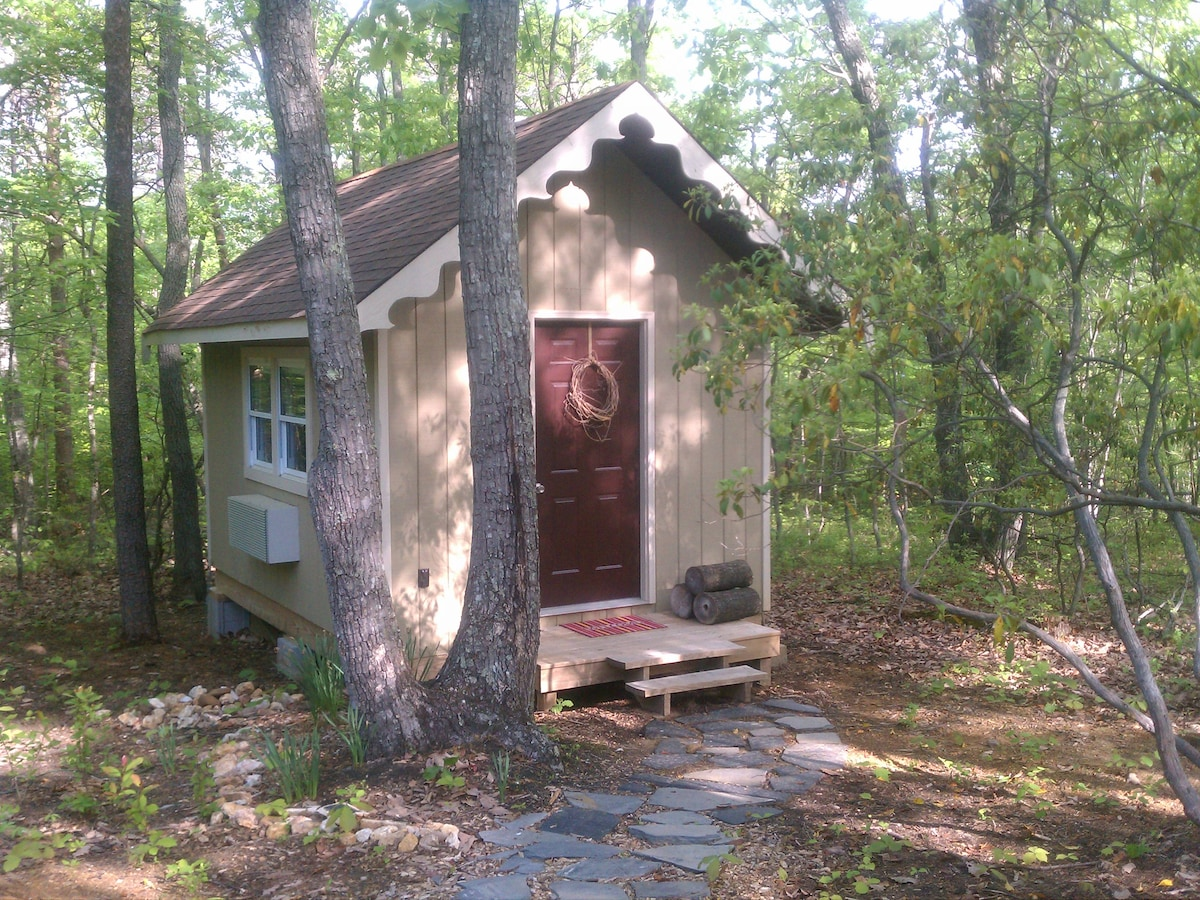 Chestnut Cottage - A Tiny Paradise!