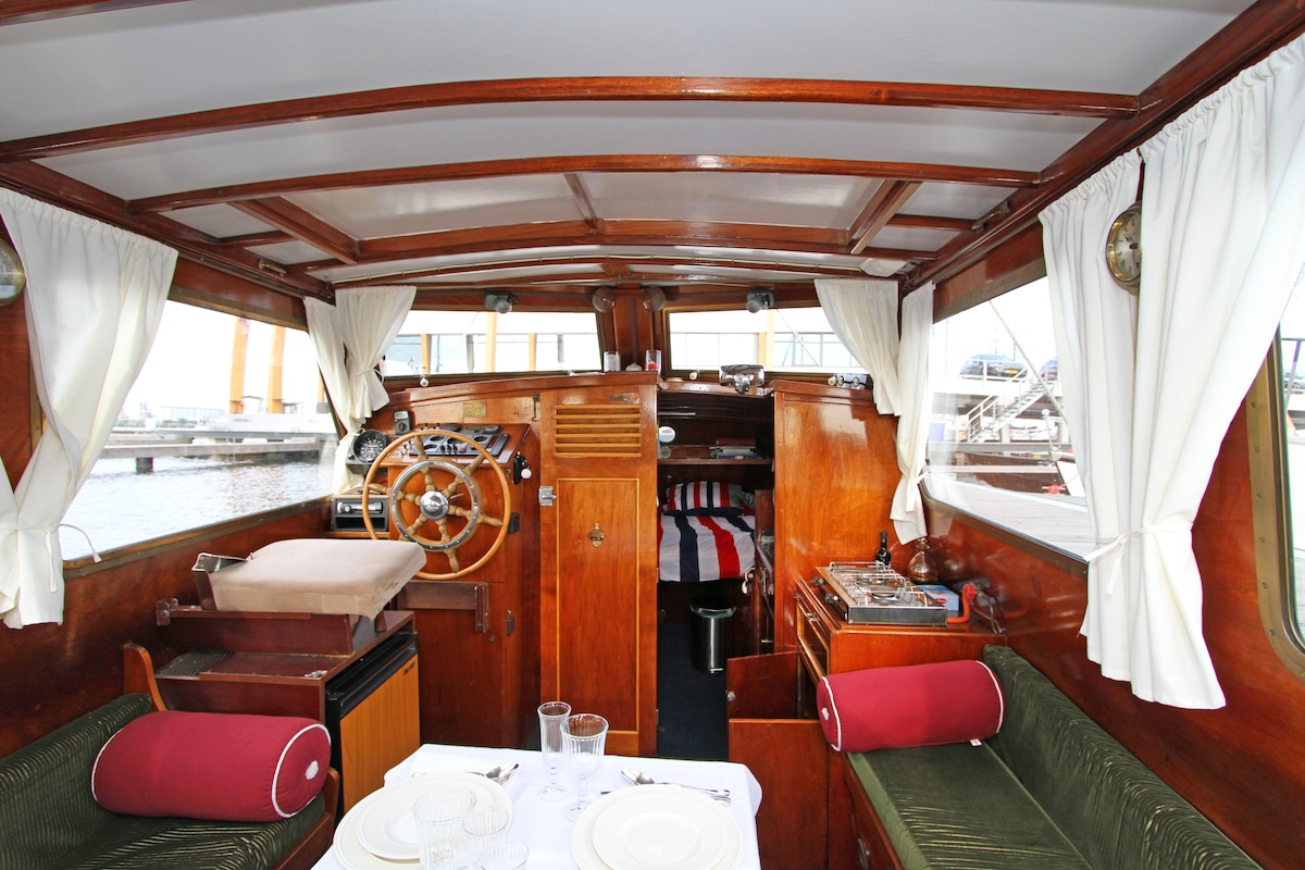 Classic motoryacht or appartment?