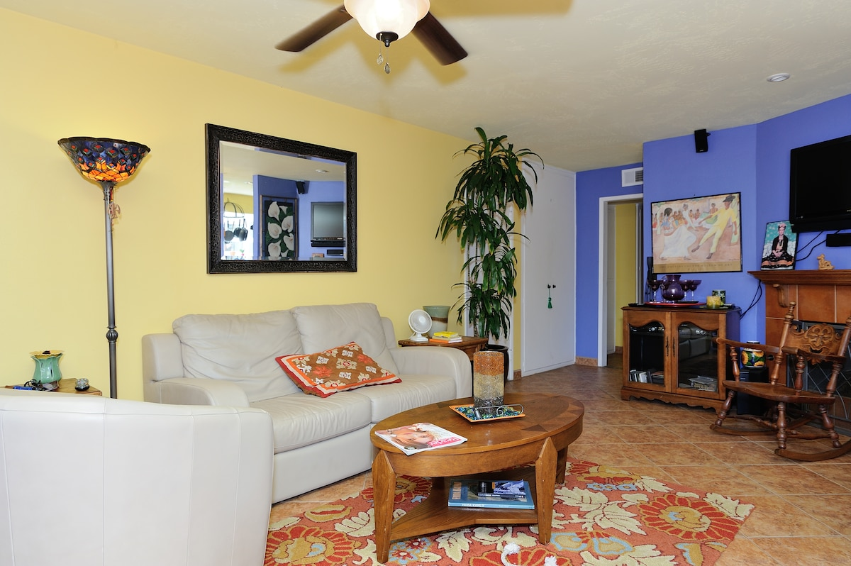 Large, colorful living room of Casa Alegra.