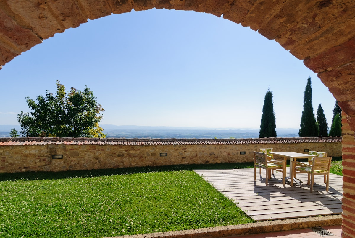 Luxurious Borgo Santo Pietro