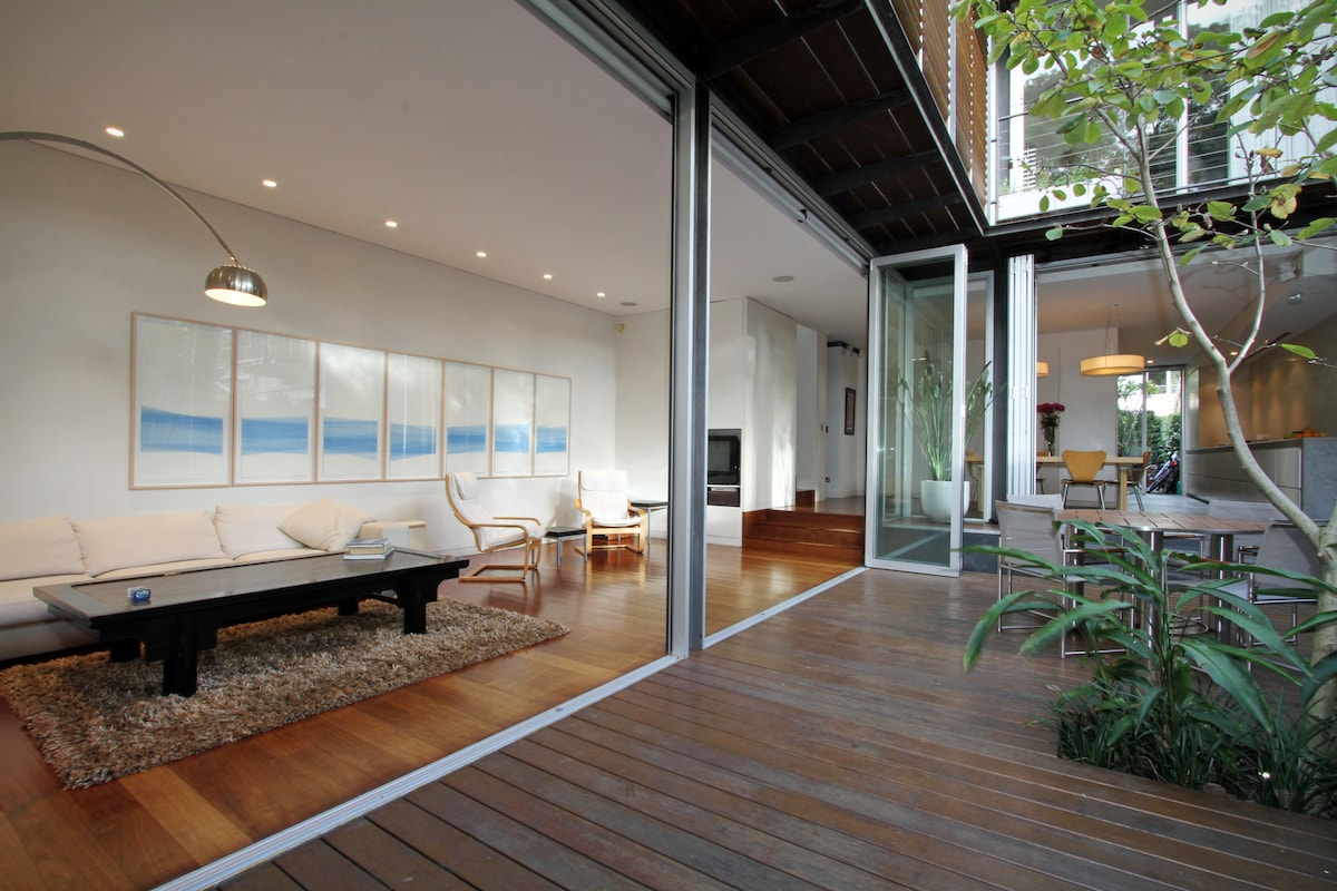 Indoor/outdoor Living and Dining