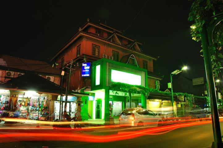 Bemo Corner (budget hotel kuta)