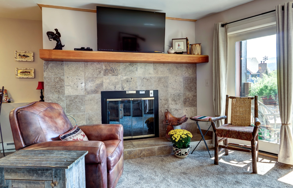 Another view of the living room and gas fireplace