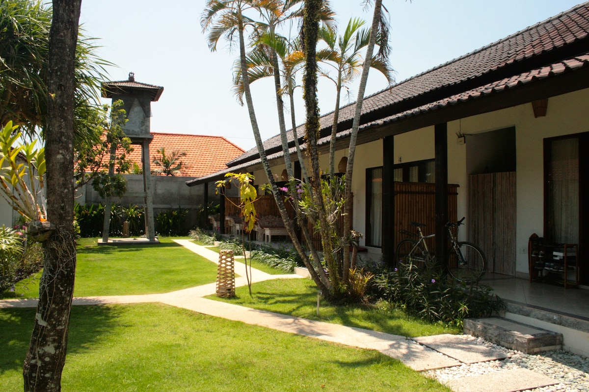 Easy access & cozy space in Canggu!