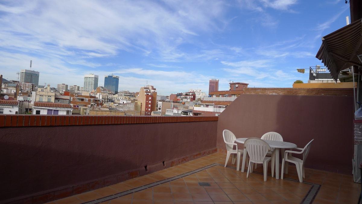 Preciosa terraza con magníficas vistas a Barcelona