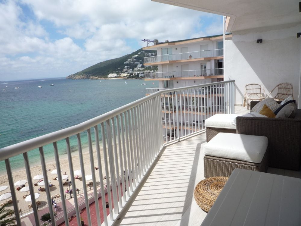 Modern flat in town, beach front