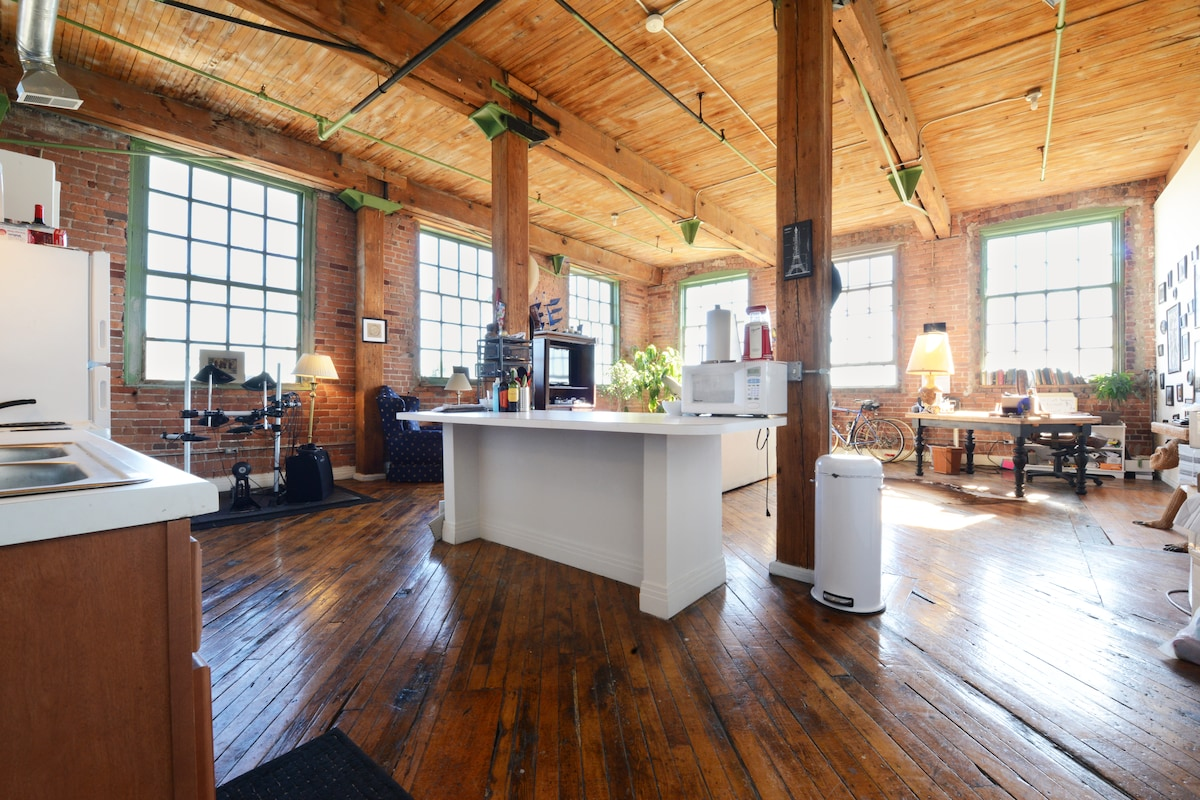 River Loft Overlooking Belle Isle
