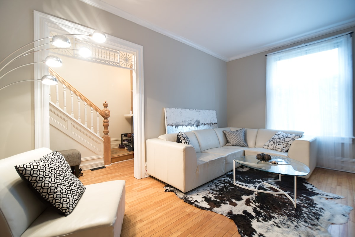 Cosy room in Centretown (+parking)