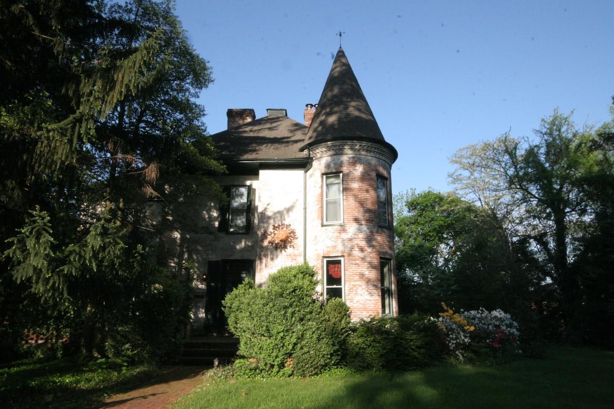 Historic Maison du Soleil Retreat 1