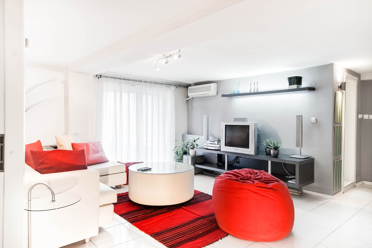 Living room, with all amenities you can think of: DVD,TV satelite, stereo, internet