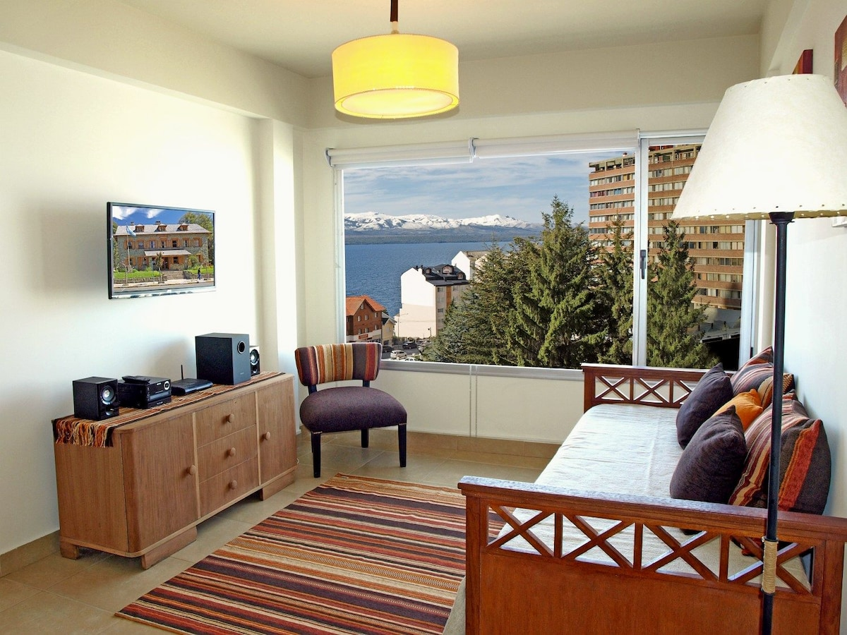 Modern 1 Bed Apartment, Lake view