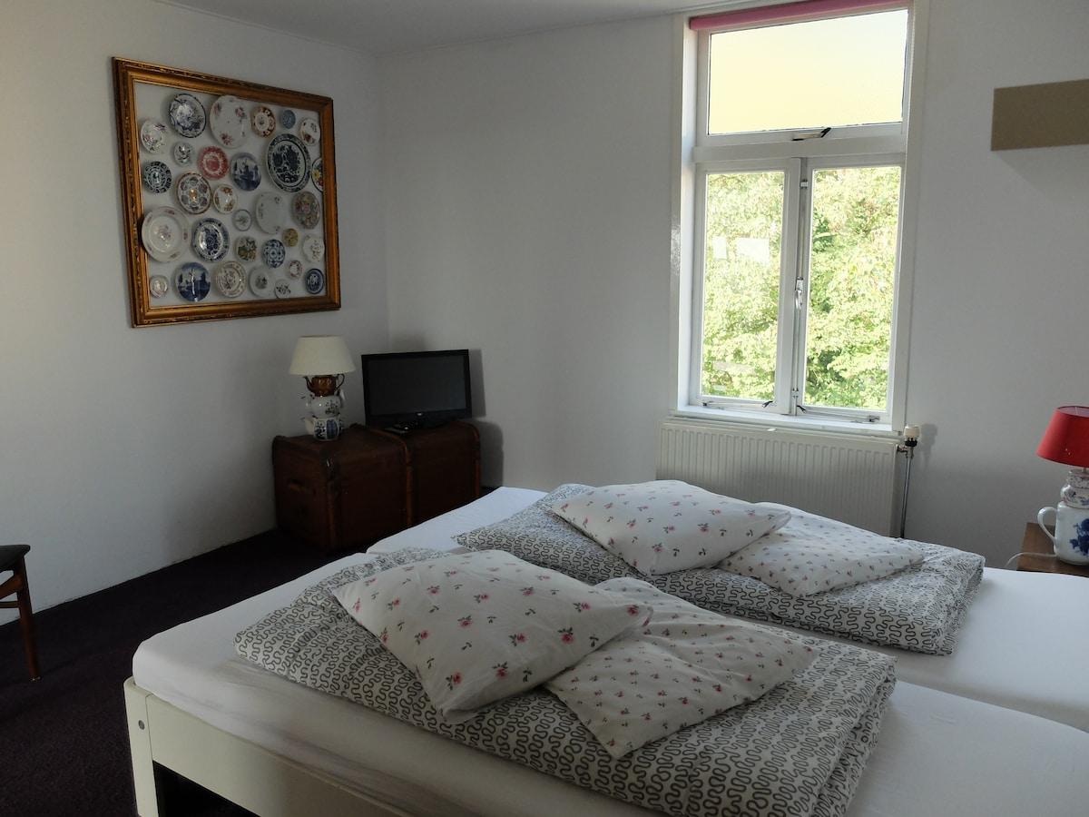 Bedroom 1, double bed