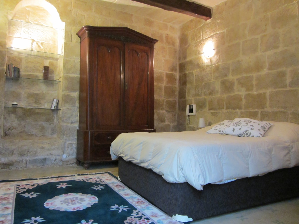 Apartment  5-min walk from Valletta
