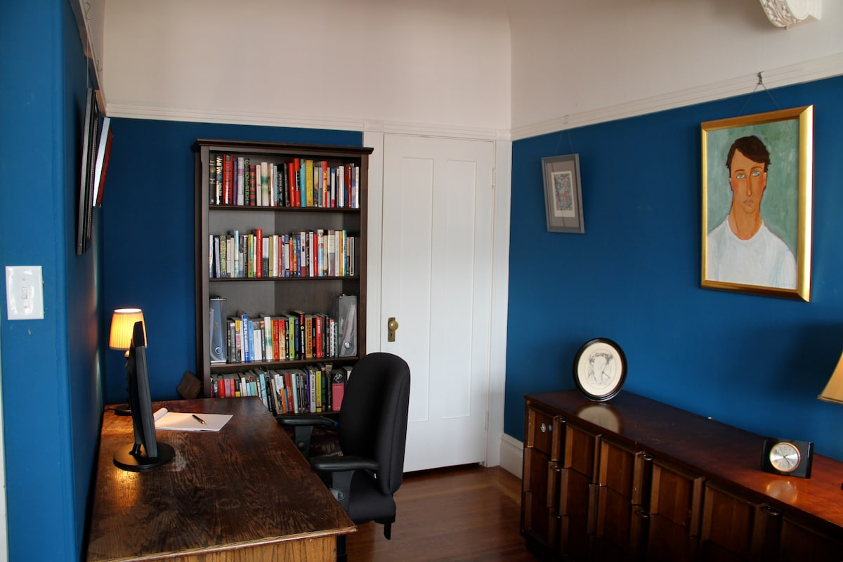 Separate office nook.