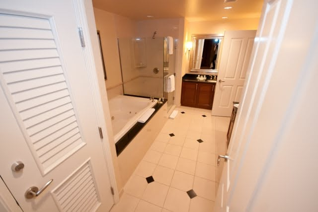 Master Bathroom with Jacuzzi tub and TV!