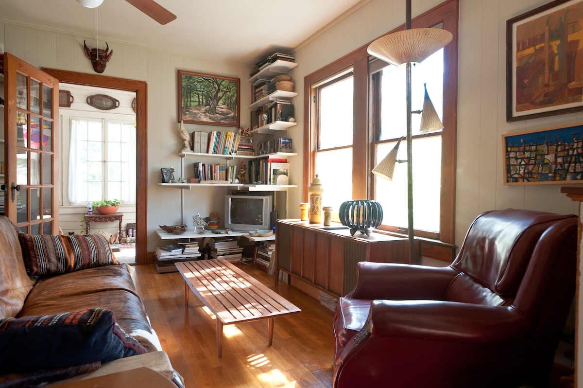 Upstairs Flat in Central Austin