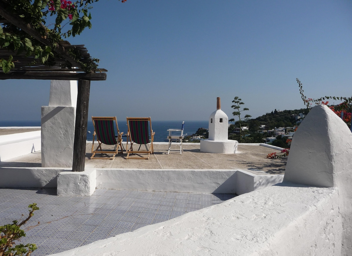 Panarea: beautiful View and quiet