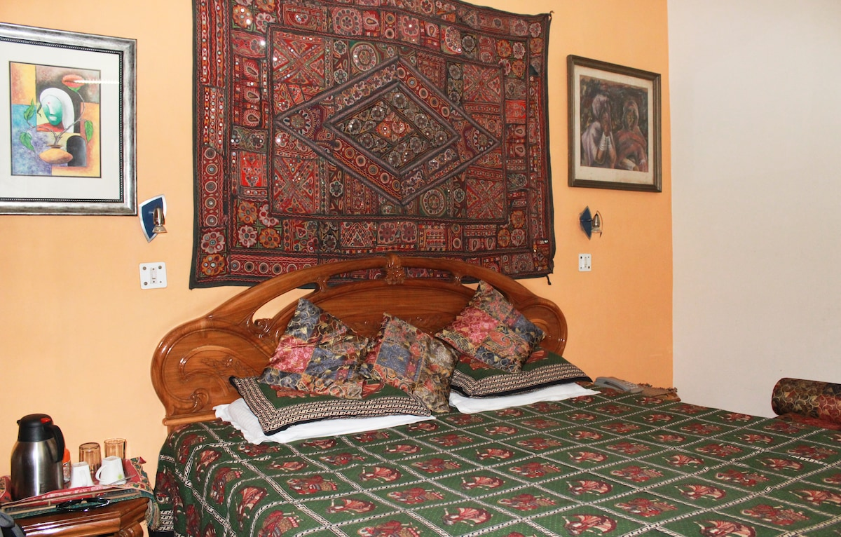 Delhi Bed and Breakfast-Room 2