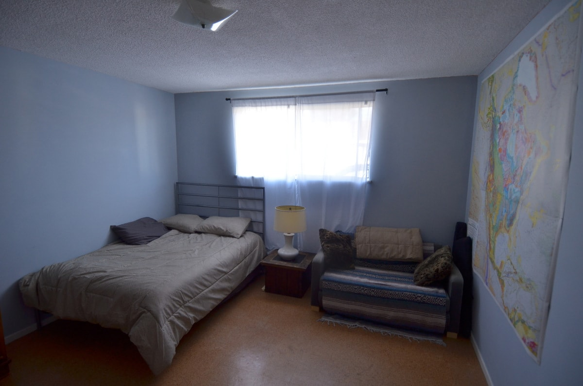 Private room - walk to UCSB/beach!