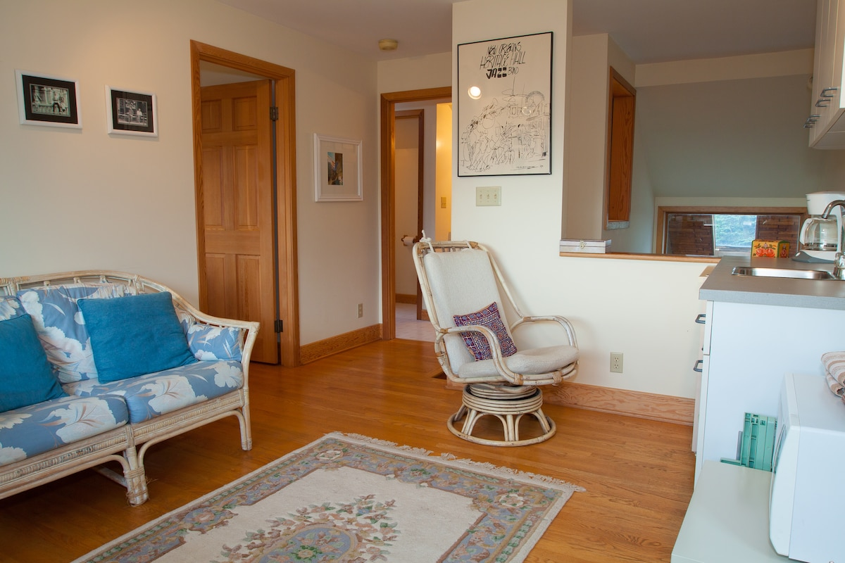 Ballard Charm - Contemporary Suite
