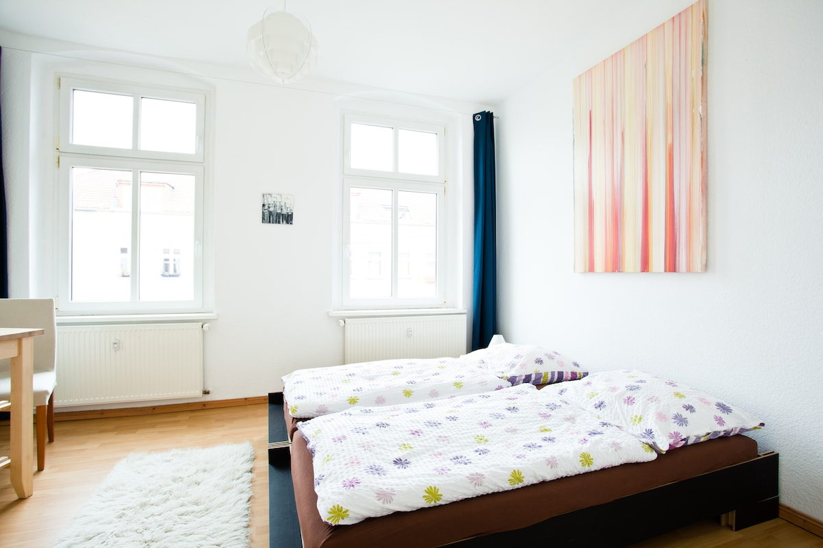 The bedroom with separable beds.