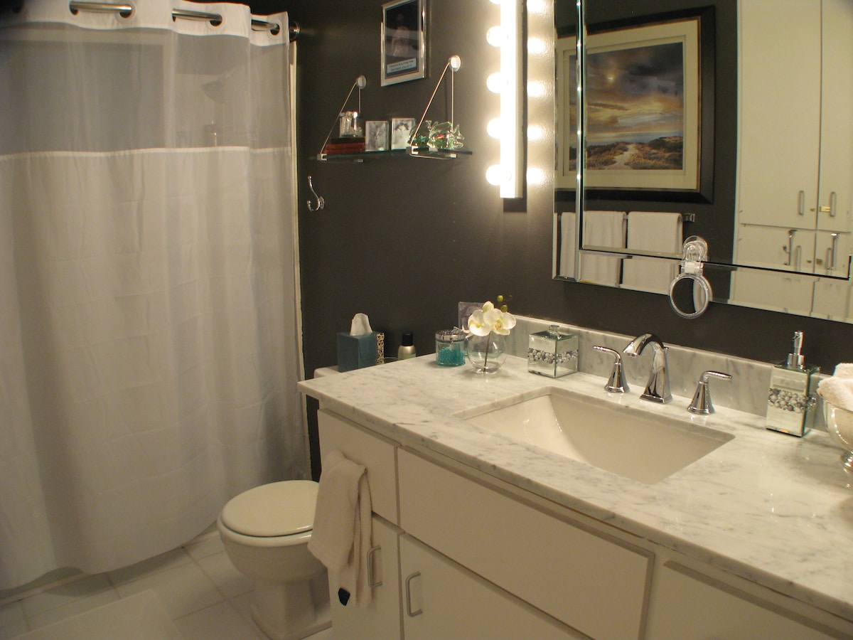 Guest bath remodel, new carrera marble vanity, paint, etc. MAY2012